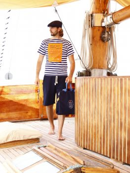 T-shirt marinaio scollo a barca retto